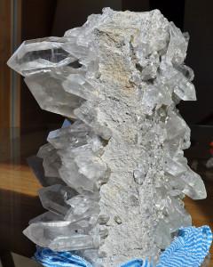 Beidseitig (!) mit Bergkristallen bewachsene, grosse Stufe vom Ahnengletscher.