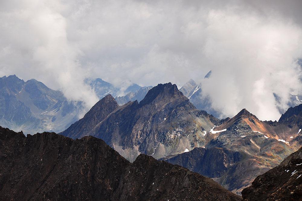 Corno di Ban (3'028 M.ü.M.) vor dem SW-Grat des Blinnenhorns