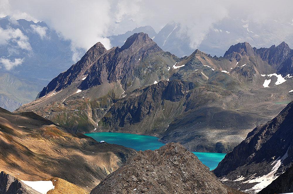 Lago del Sabbione mit dem Corno di Ban, im Hintergrund Val Formazza (Pomatt)