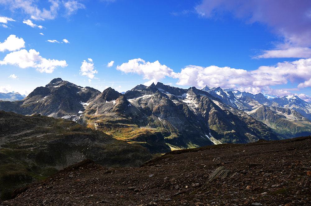 Schinhörner und Albrunhorn von oberer Turbeweng (2600 M.ü.M.) aus. Ganz links Albrunpass.