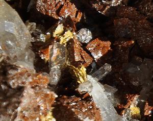 Uranglimmer (Uranocirit) und Quarz auf Siderit, vom Piz Eggen / Piz Sezner im Val Lumnezia, Graubünden - Lehner Mineralien, Reckingen-Gluringen, VS